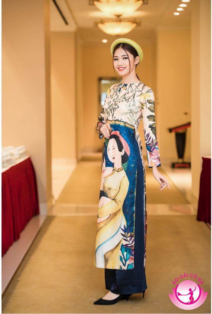 Á hậu Ngô Thanh Thanh Tú nền nã khi diện áo dài gấm