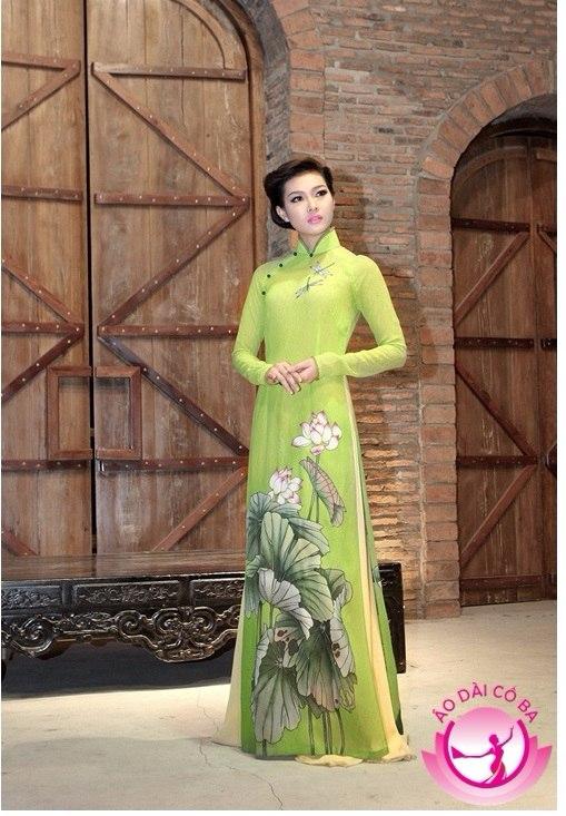 Bích Khanh duyên dáng với áo dài nữ truyền thống