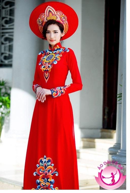 Áo dài cưới màu đỏ luôn được ưa chuộng